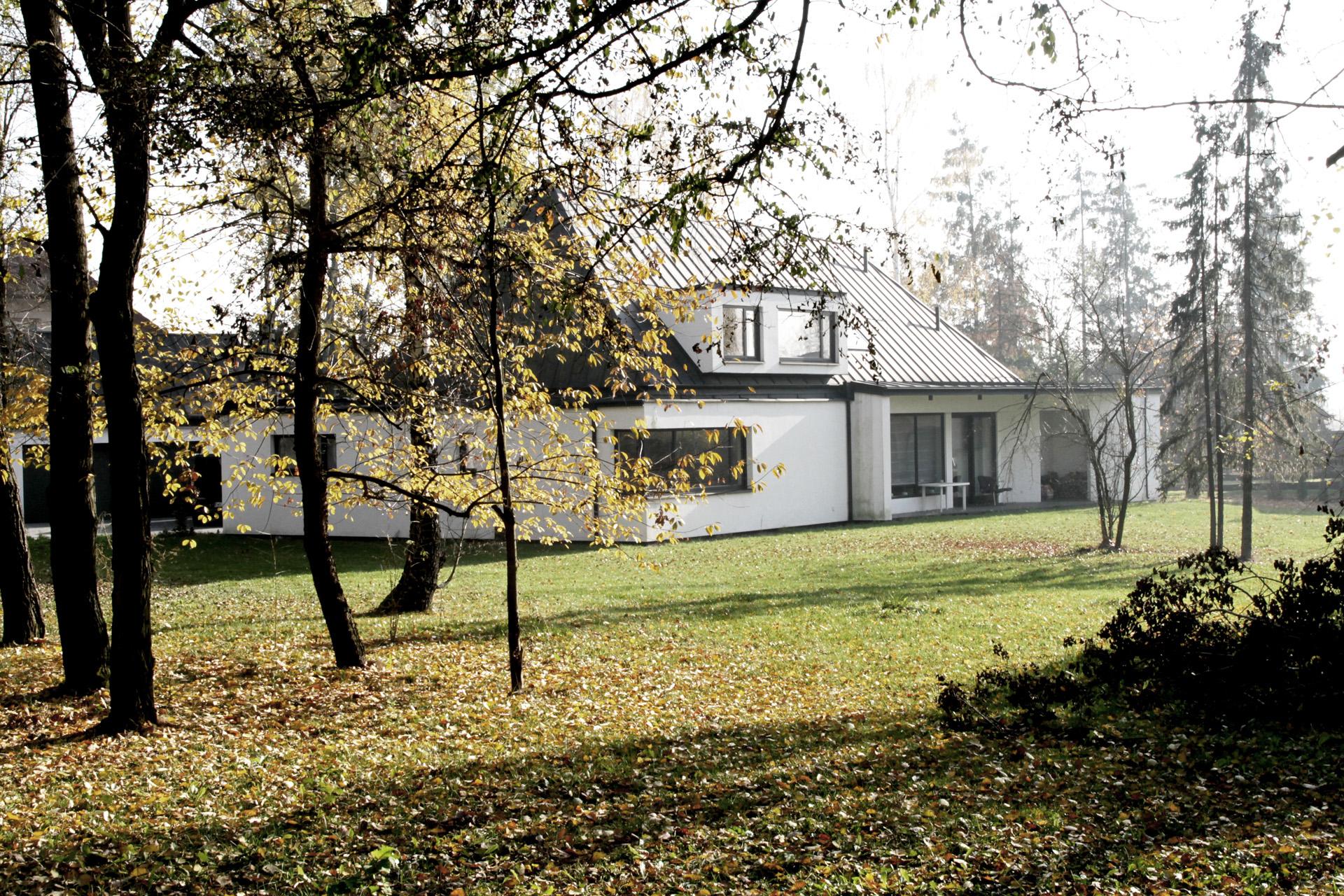 Dom jednorodzinny w Wilczej Górze, projekt domu BAZA architekci