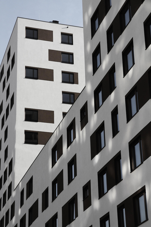 Budynek wielorodzinny przy ul. Jugosłowiańskiej w Warszawie. Projekt budynku wielorodzinnego BAZA architekci.