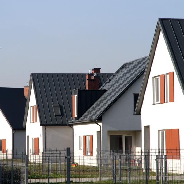 Osiedle domów w zabudowie bliźniaczej w Nowej Woli. Projekt osiedla BAZA architekci.