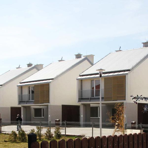 Osiedle domów jednorodzinnych w Zamieniu. Projekt osiedla BAZA architekci.