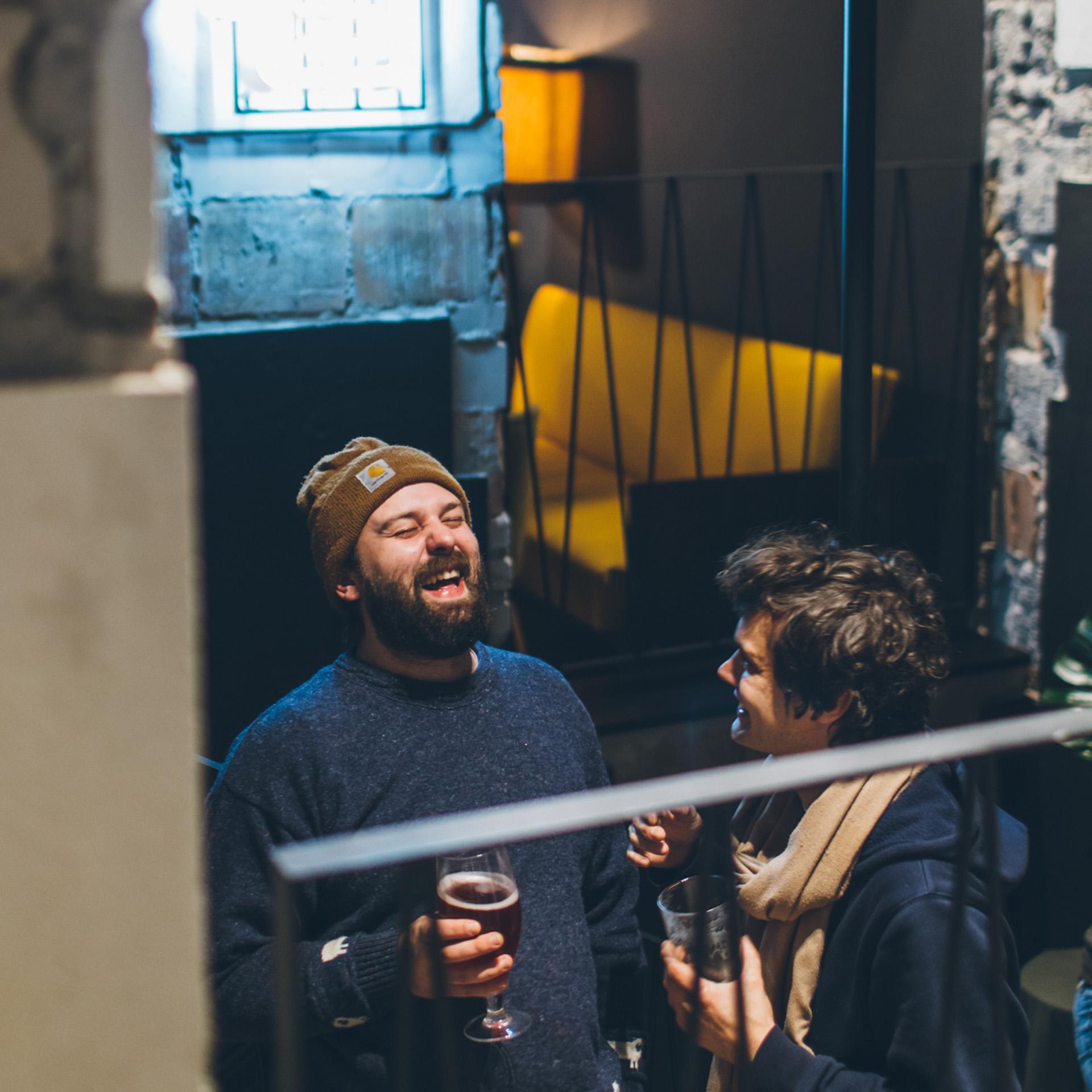 Kufle i Kapsle Powiśle Crafr Beer Pub. Projekt wnętrza pubu BAZA architekci.